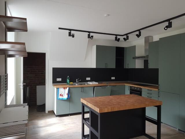 Küche aus recycelten Materialien